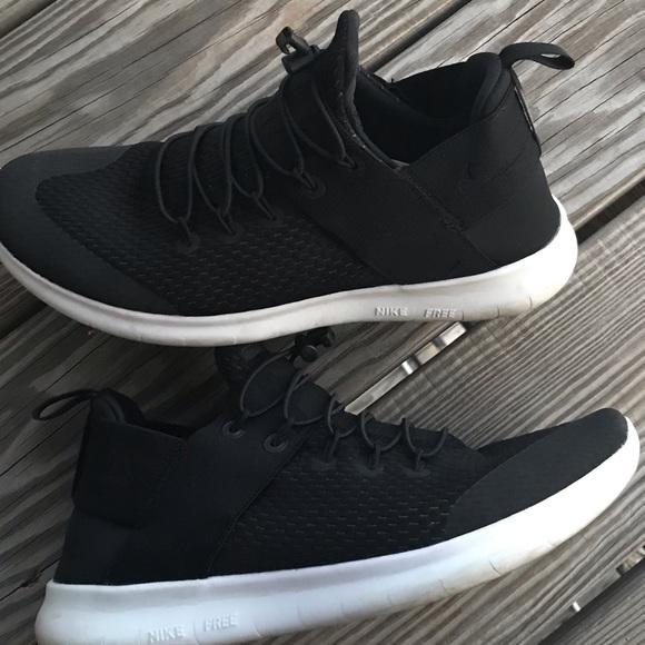 Nike Shoes - Nike Free Runs